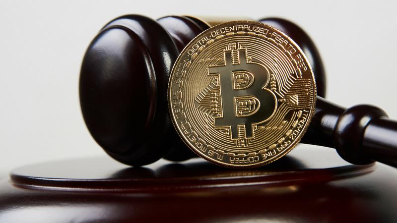Condena agente robo bitcoins