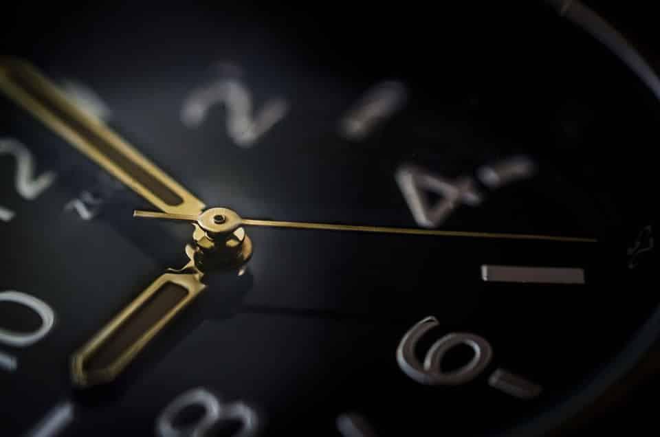 Decisión-ETF-Bolsa-retraso