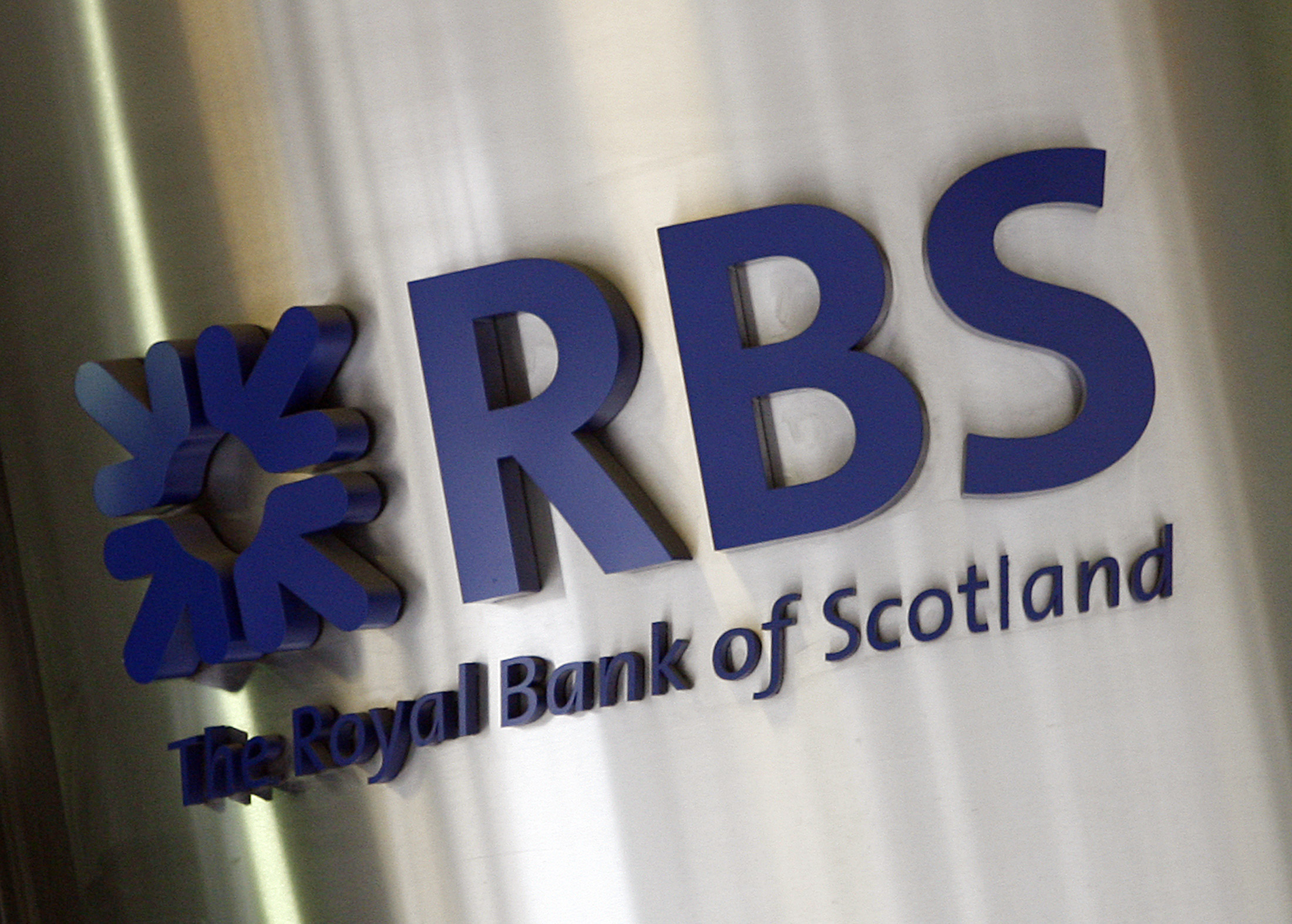 The Royal Bank of Scotland's logo is seen in central London May 29, 2007. A consortium led by Royal Bank of Scotland unveiled a 71.1 billion euro ($95.7 billion) bid for ABN AMRO that included its disputed U.S. bank and a higher cash component than indicated. REUTERS/Stephen Hird  (BRITAIN)
