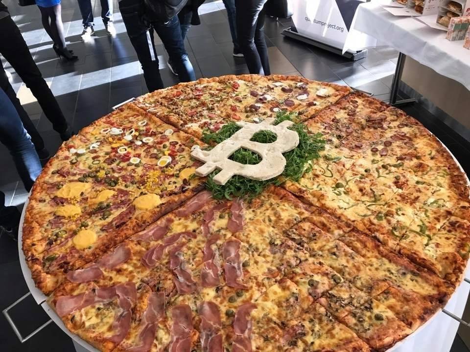 Pizza especial preparada en Eslovenia para celebrar el Bitcoin Pizza Day