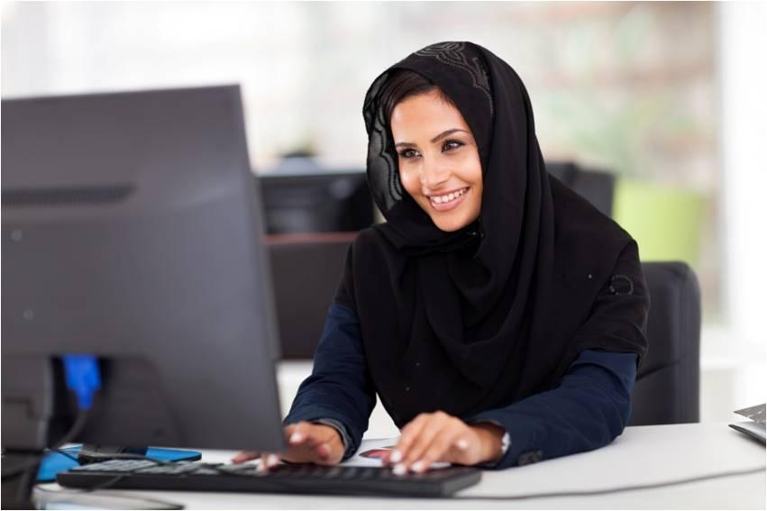 Mujer-Árabe-Computadora-Desktop