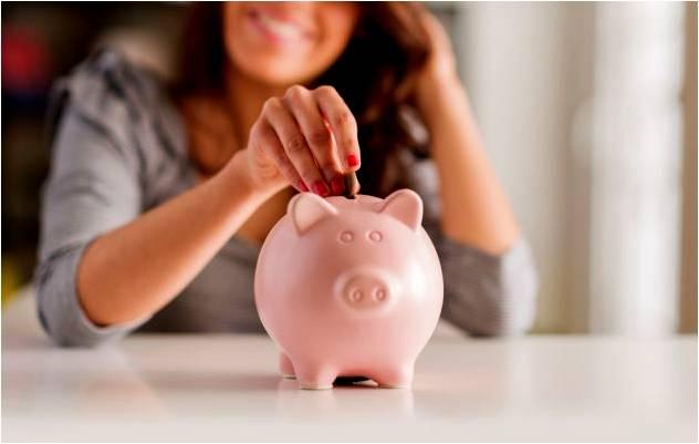 Mujer-Ahorros-Bitcoin-Minería