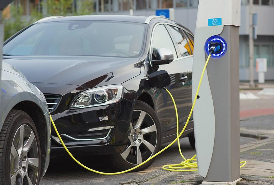 carga-electricidad-automóvil