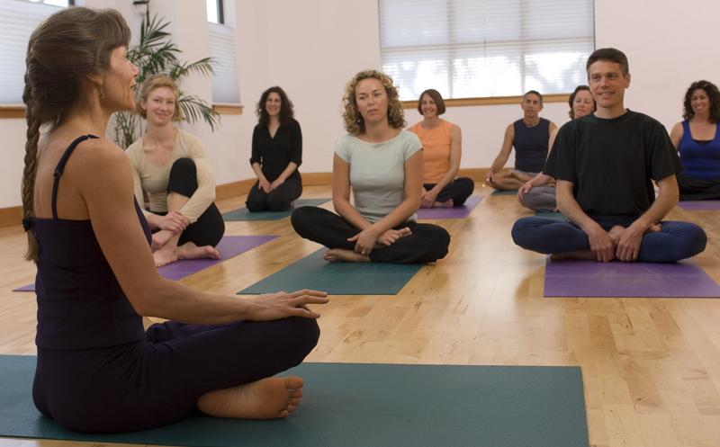 Charlas-criptomonedas-yoga-relajante