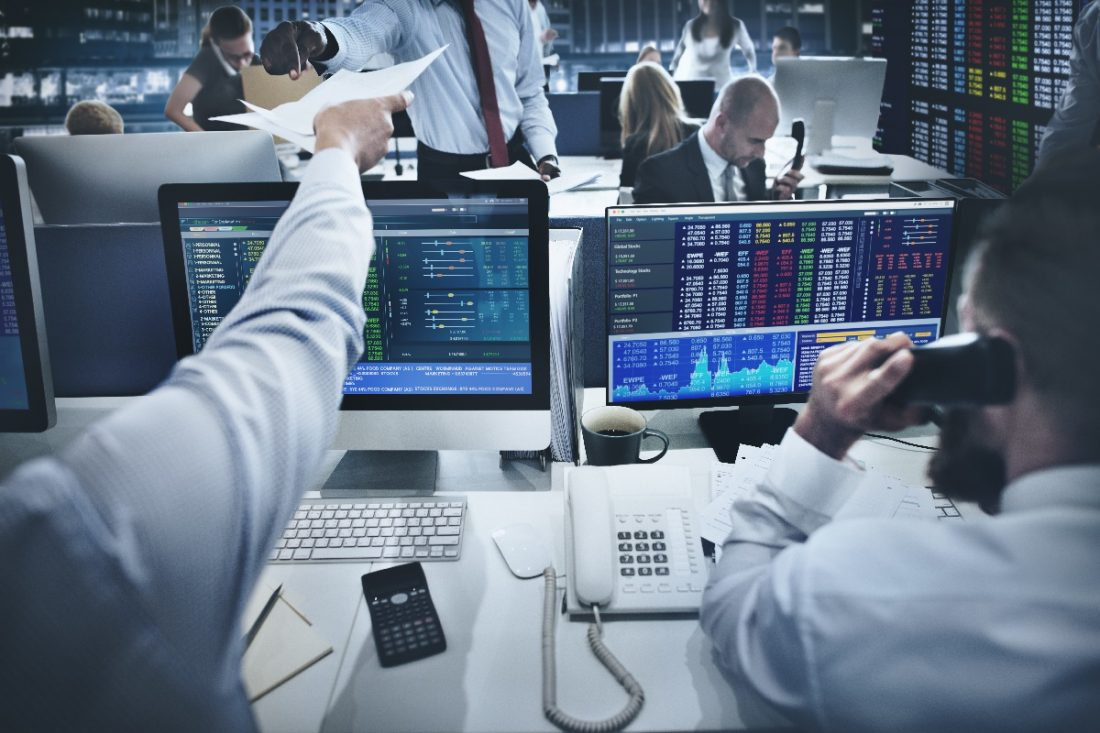 Estados-Unidos-Desk-Trading