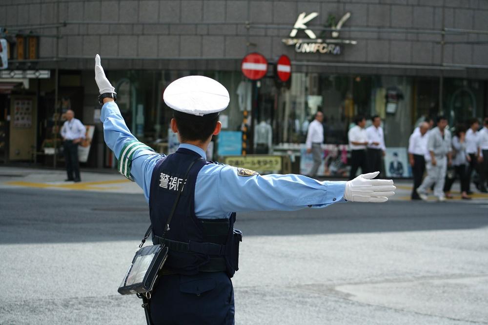 policía-sospechosos-casos-menos
