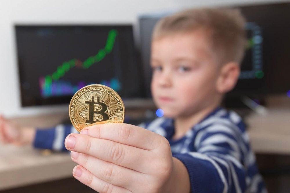 bitcoin-niño-abuelos-sótano
