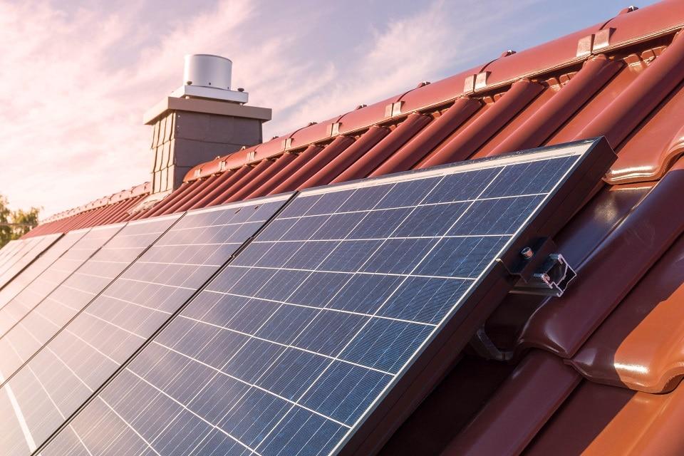 minería-paneles-solares-criptomonedas