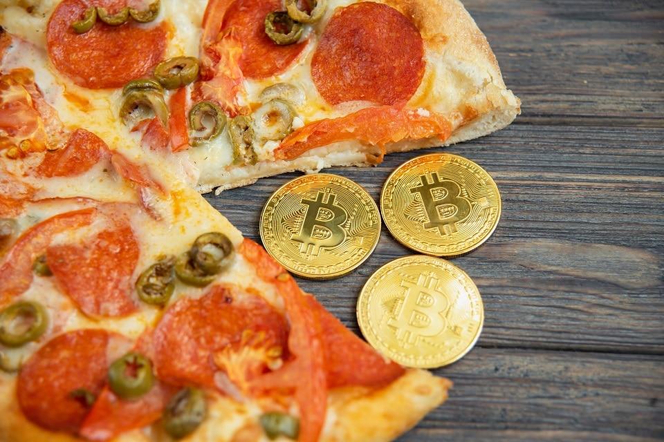 L'uomo che comprò due pizze per 10.000 Bitcoin ha comprato altre due pizze in Bitcoin