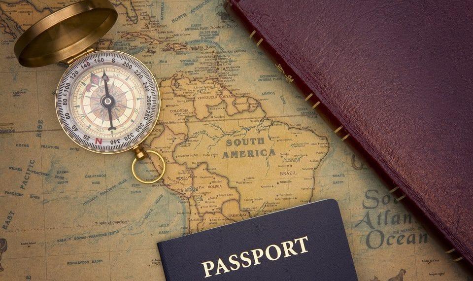 emigrantes-carretera-bus-pagar-criptomonedas