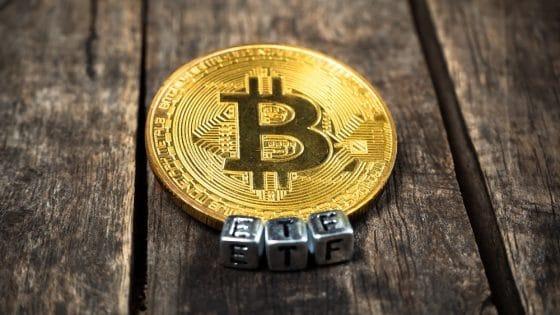SEC vuelve a retrasar decisiones sobre tres ETF de bitcoin