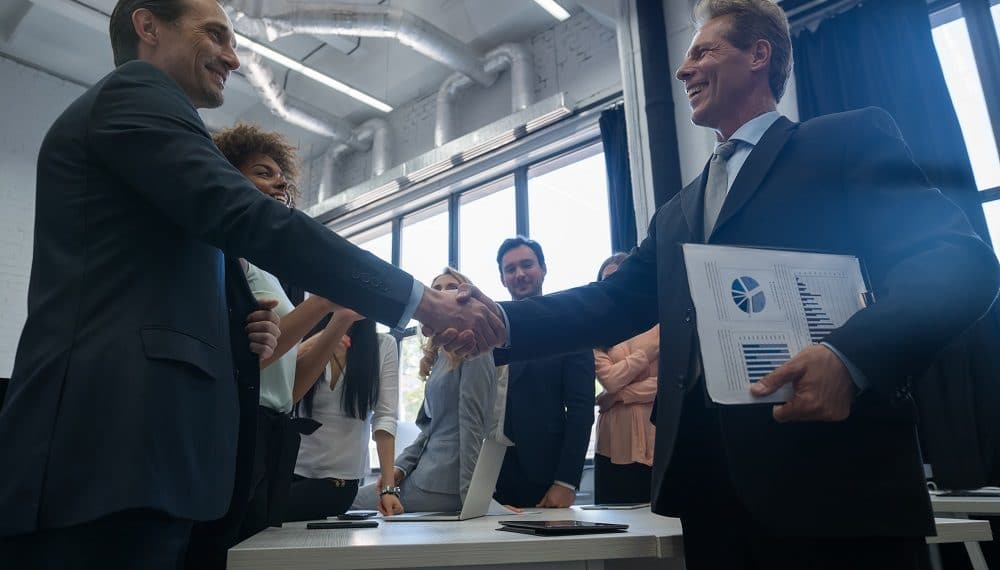 Las dos firmas establecieron una alianza este 23 de marzo. Fuente: prostockstudio/elements.envato.com