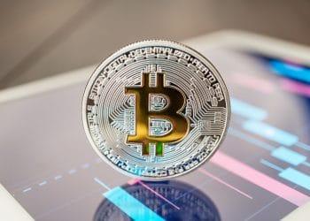 El trading de bitcoin es una actividad que requiere tiempo, algo que luce disponible en una época de cuarentena por coronavirus. Fuente: garloon/elements.envato.com