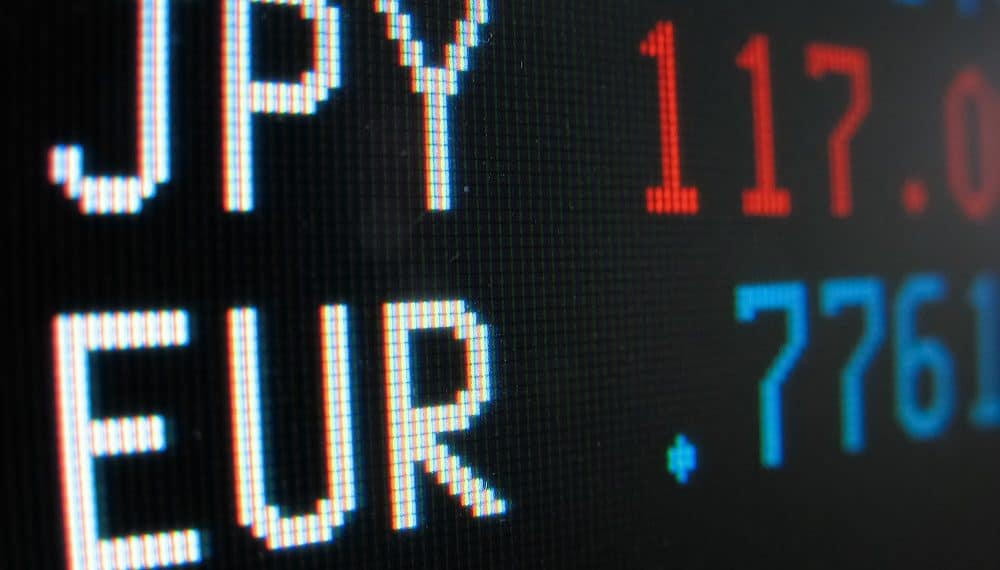 Los índices de acciones tradicionales mundiales, como el S&P 500 de Estados Unidos y el Euro Stoxx 50, se han hundido, alcanzando mínimos históricos. Fuente: rcaucino/elements.envato.com