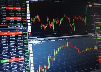 Gráfico de movimientos de mercado en computadoras. Fuente: PIX1861/ Pixabay.com