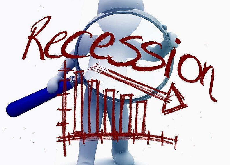 Figura con frase y gráfico de recesión. Fuente: Gerd Altmann /pixabay.com