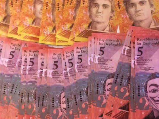 Tom Badley busca la inspiración artística entre billetes bancarios y Bitcoin