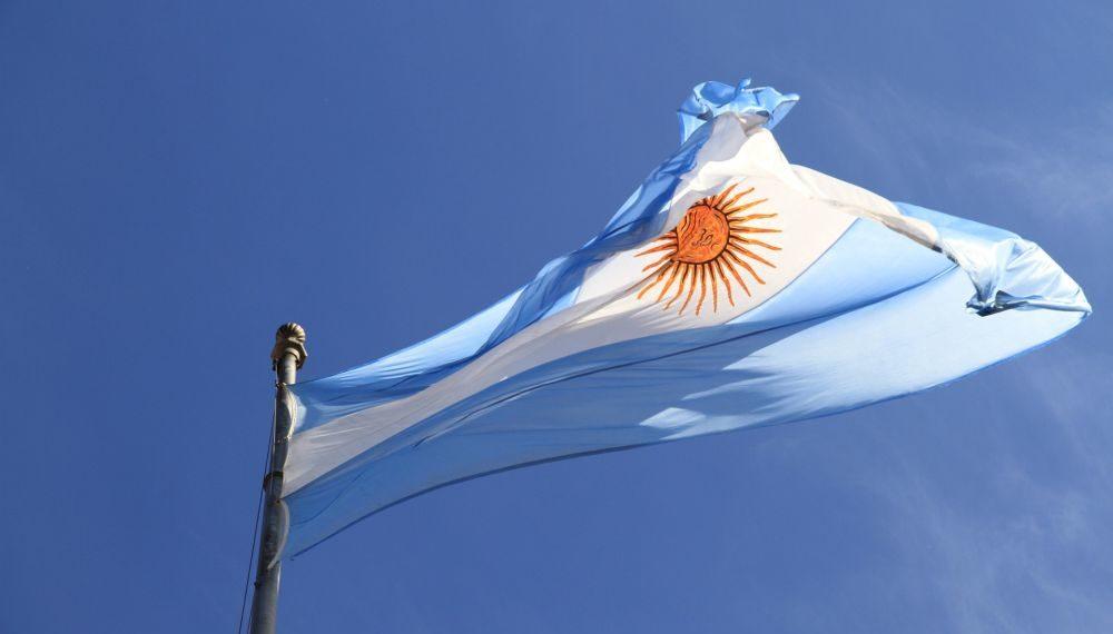 La bandera de Argentina ondeando. Fuente: Pexels/ Pixabay.com