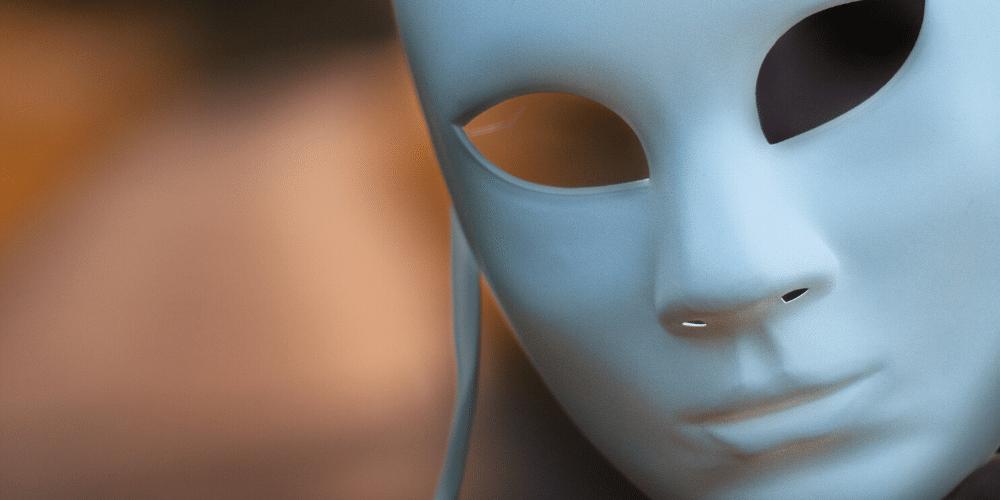 Una mascara blanca. Fuente: Laurentiu Robu/ Pexels.com