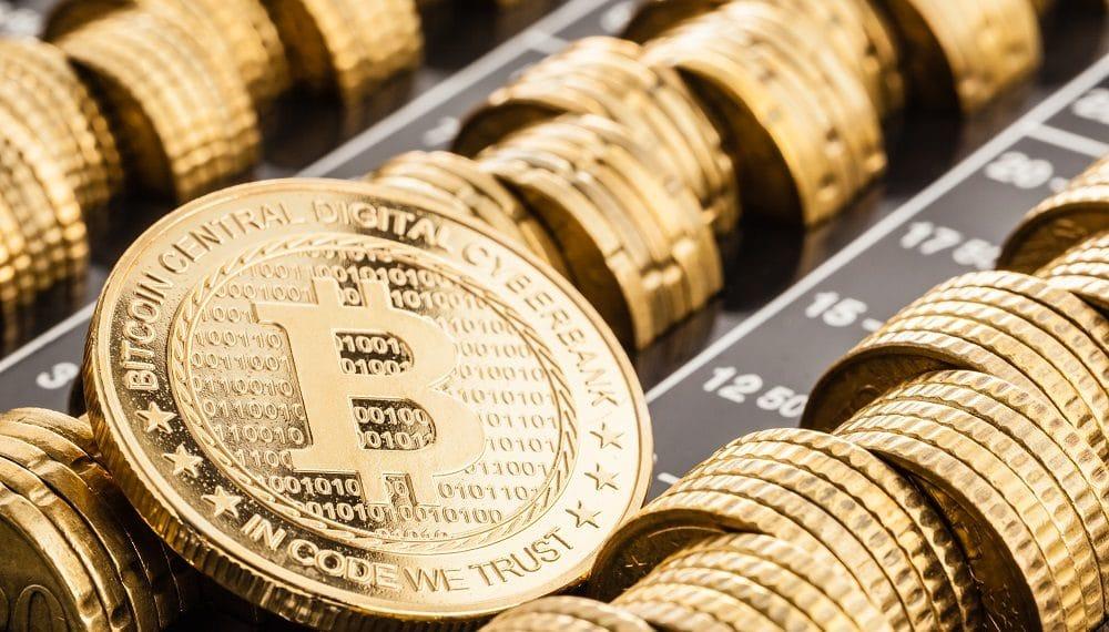 Varias monedas de bitcoin. Fuente: DarioLoPresti/elements.envato.com