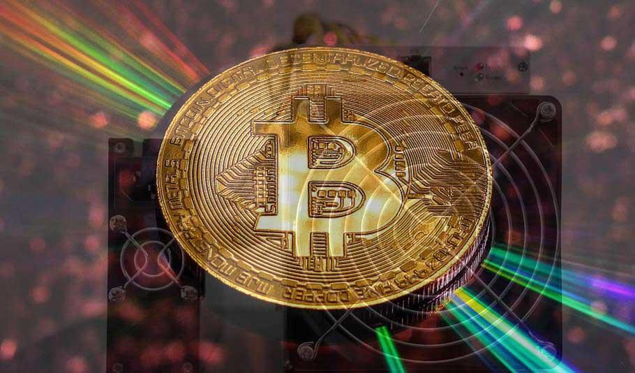 Bitcoin sobre rayos reflejados y equipo de minería ASIC. Imágenes vía pxfuel.com