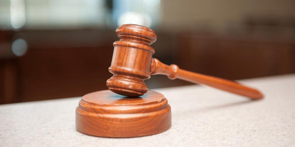 Un mazo de juez. Fuente: MiamiAccidentLawyer/ Pixabay.com