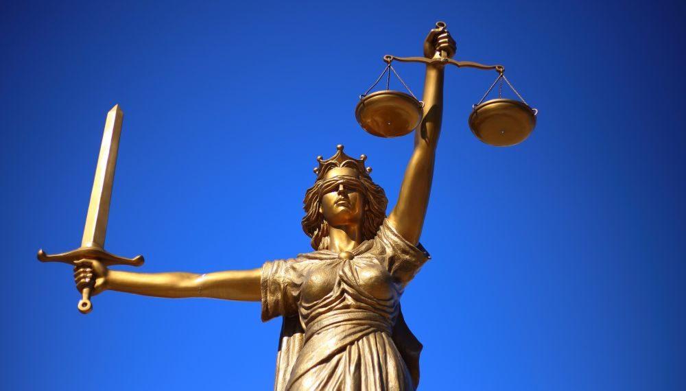 La estatua de la justicia, inspirada en la diosa griega Temis. Fuente: WilliamCho/ Pixabay.com