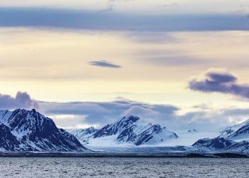 En una helada montaña de Svalbard, en Noruega, se enterrarán copias del código. Fuente: kjekol/elements.envato.com