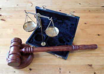 Mazo y balanza de la justicia. Fuente: succo /pixabay.com