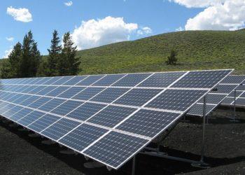 Matriz de paneles solares. Fuente: 272447/pixabay.com