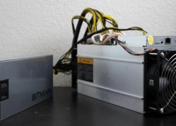 Un ASIC para minería de Bitcoin, manufacturado por la empresa Bitmain. Fuente: Instagram FOTOGRAFIN/ Pixabay.com