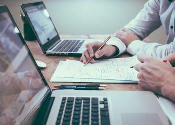 La organización hizo un balance tras lo ocurrido con MakerDAO y la fuerte caída del mercado. Fuente: Helloquence /unsplash.com