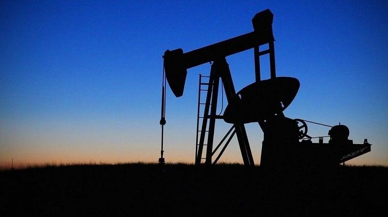 Imagen de pozo de petróleo. Fuente: drpepperscott230 /pixabay.com.