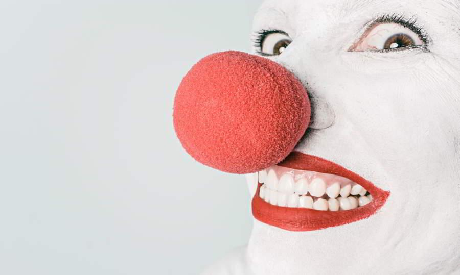 Payaso sonriente en primer plano. Imagen por Gratisography / pexels.com