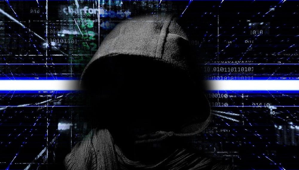 Hacker manejando códigos. Fuente: Pete Linforth /pixabay.com