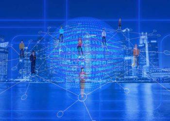 Red descentralizada sobre mundo digital y perfil de una ciudad. Imágenes vía pxfuel.com
