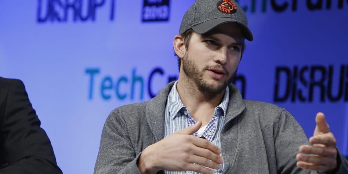 Ashton Kutcher conversando sobre tecnología en TechCrunch. Fuente: TechCrunch / flickr.com