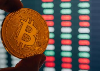 Bitcoin y gráficos de mercado. Fuente: Panxunbin/ Envato Elements.