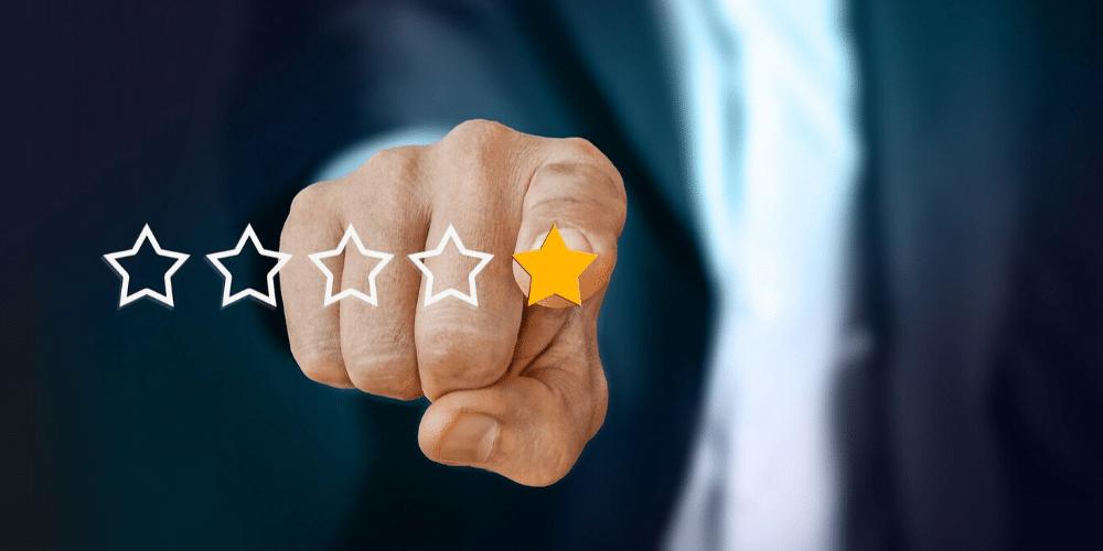 crítica aniversario CoinMarketCap