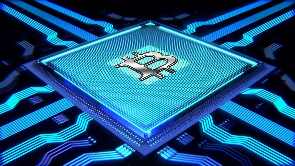 Logo de bitcoin sobre procesador