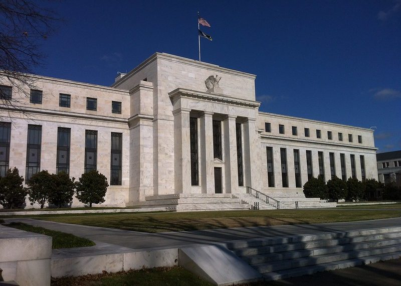 economistas-discusión-bitcoin-dinero-fiat