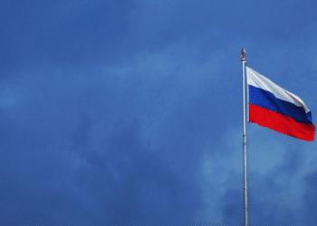 La bandera de Rusia en un clima de lluvia. Fuente: EvgeniT / Pixabay.com