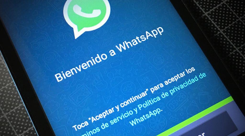 Imagen de aceptación de términos y condiciones de WhatsApp al crear una cuenta. Fuente: Microsiervos/Flickr