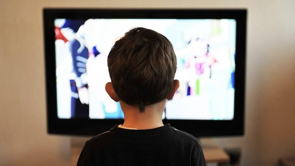 niño-viendo-televisión