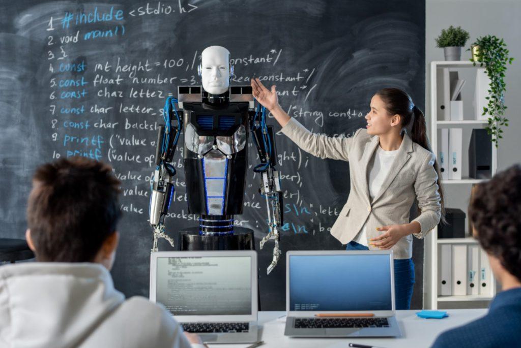 programadores desarrolladores robot aprendizaje
