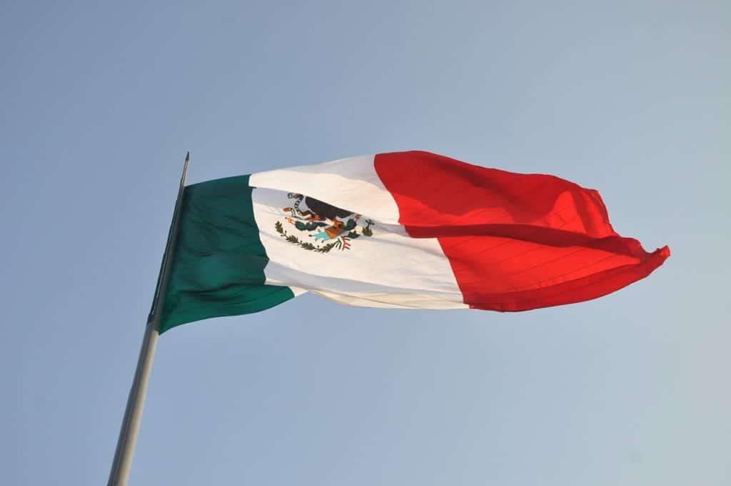 bandera méxico banca criptomonedas