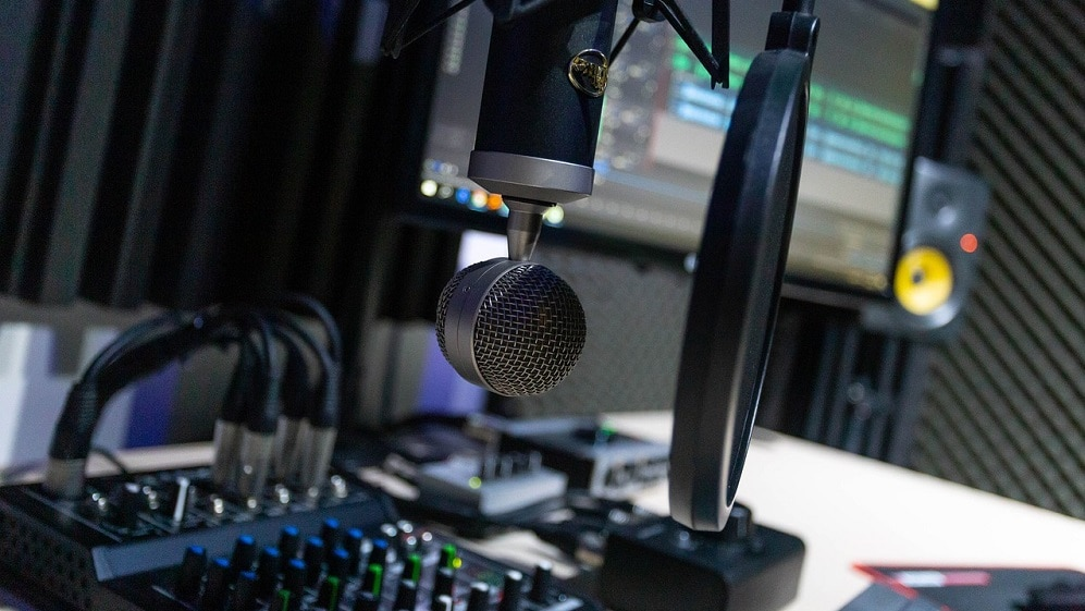Micrófono en estudio de grabación. Fuente: Joe007 / Pixabay