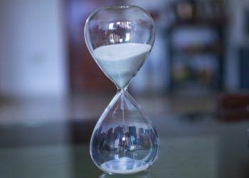 Reloj de arena. Fuente: fernando zhiminaicela / Pixabay