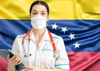 Enfermera frente a la bandera de Venezuela. Composición por CriptoNoticias. slon.pics /  Freepik.com ; choreograph /   elements.envato.com