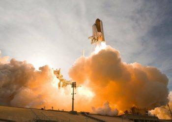 Cohete despegando hacia el espacio. Fuente: NASA-Imagery / Pixabay